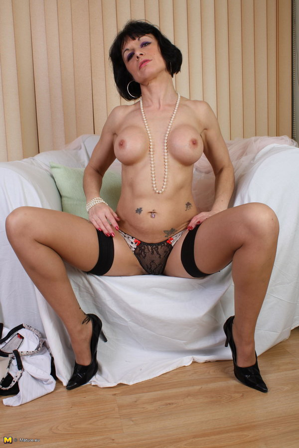 Mature Nl Kinky Mature Lady Spreading Everything For You -8641