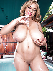Latina with huge wet melons makes herself cum in pool