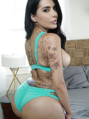 Lela Star shows off her big ass in lingerie and gets fucked for a cum on her booty