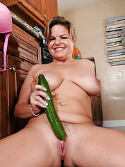 Marie Michaels rams a cucumber into her mature pussy