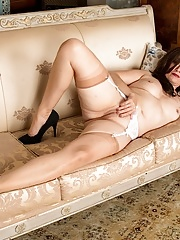 Mature amateur Kitty Cream spreads her pussy
