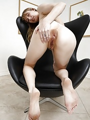 Mature amateur spreading her hairy pussy wide open