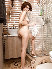 Mature Kamila with gorgeous body stripping and masturbating in shower
