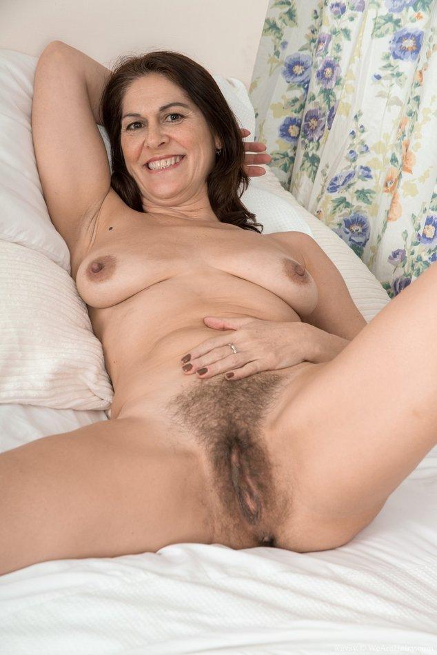 Cute horny brunette honey Belicia Steele