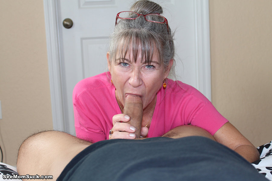 Amature nude blow job
