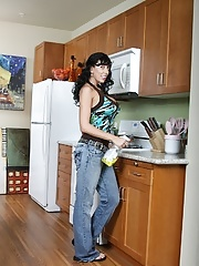 Mature with saggy tits in jeans brings her sensual talents to the kitchen