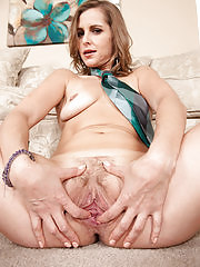 MILF Melissa Rose showing her gaping pussy in here