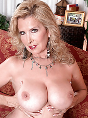 Milf undercover Laura Layne in solo action