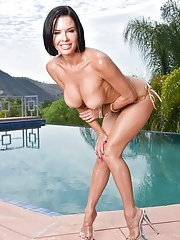 Mom Veronica Avluv undressing in pool masturbates for huge squirt and orgasm