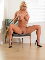 Mom with perfectly shaped body London River fucked on the printer by her boss