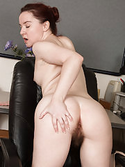 Naughty bookworm Annabelle Lee shows her sexy round ass for fun