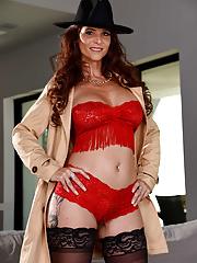 Naughty cougar Syren De Mer gets deep anal penetration