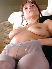 Naughty housewife Heidi loves teasing us