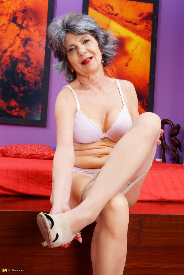 Mature Nl Naughty Mature Lady Playing With Herself -2994