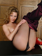 Naughty pantymom Kerry shows it all