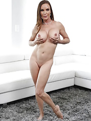 Oiled cougar Diamond Foxxx displaying tempting curves and pussy fucked