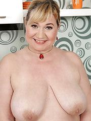 Pretty plump babe Venuse shows those big tits