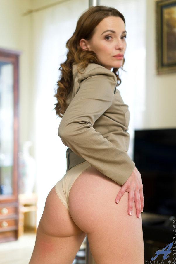 No boobs nice ass