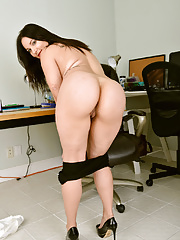 Secretary Roxy Reed undressing in office to expose saggy tits
