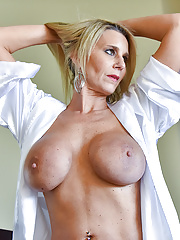 Sexy blond GILF displays her beauty and and perfect ass