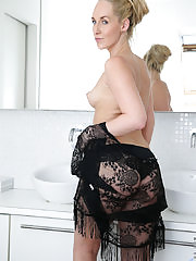 Sexy blonde MILF teases her shaved wet pussy in the tub until she cums