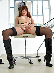 Sexy boss Rachel takes charge and gets naughty on her desk