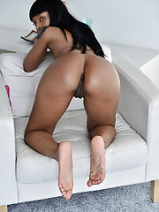 Sexy ebony Lola Marie uses her favorite toy