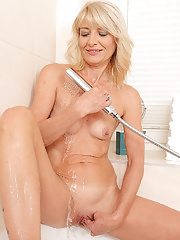 Sexy Laura Fabroni hops in the shower to get all dripping wet