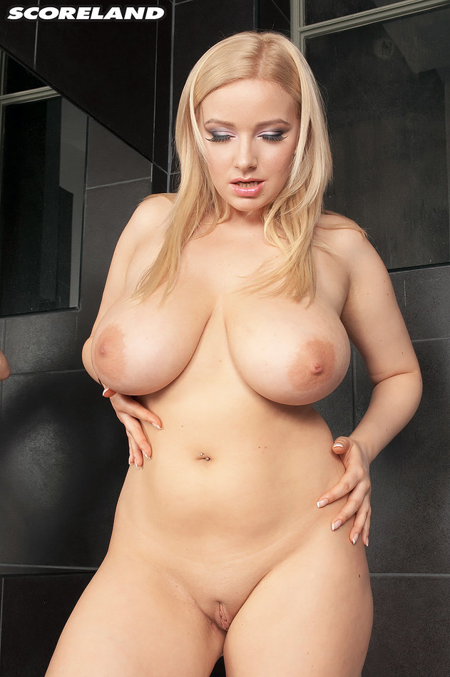 Scoreland Sexy Milf Blonde Bares Her Super Hot Big Tits -7057