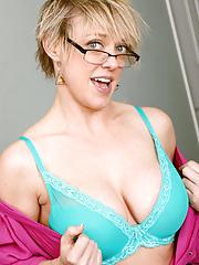 Sexy nerd mature Dee Williams removing fishnet pantyhose