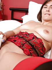 Sexy older english mom strips naked on bedroom for twat spreading