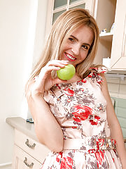 Sexy spinner Margarita loves a healthy snack