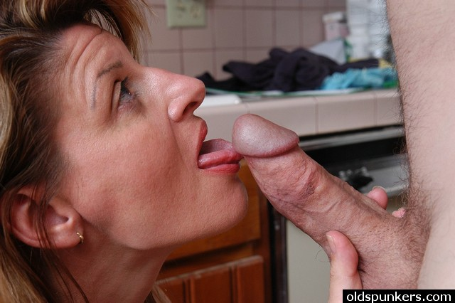 Mature hot wife oral sex
