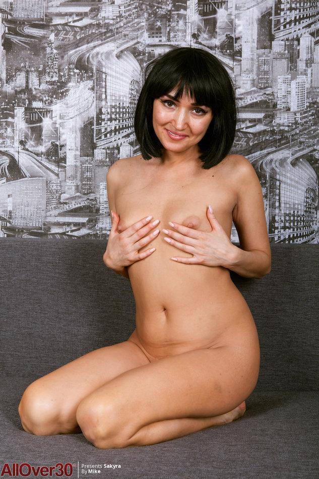 Very skinny nude masturbating