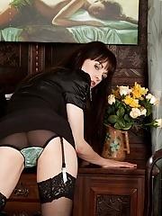 Skinny older babe Vineeta Rose naked in only stockings