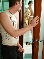 Spied upon in the shower mommy ready for steamy quickie with a horny guy