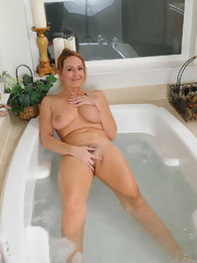 Splash in the tub with Elexis Monroe