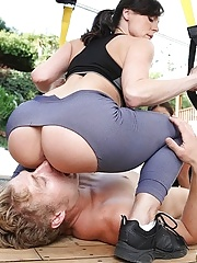 Sporty milfs facesitting on face in threesome