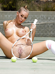 Sporty mom Nicole Aniston exposing her steamy body and seducing instructor
