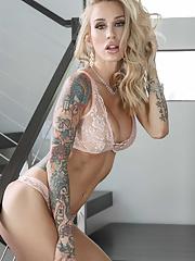 Tattooed mature Sarah Jessie gets rid of tight dress before showcasing her body