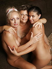 These three old and young lesbians love playing doctor