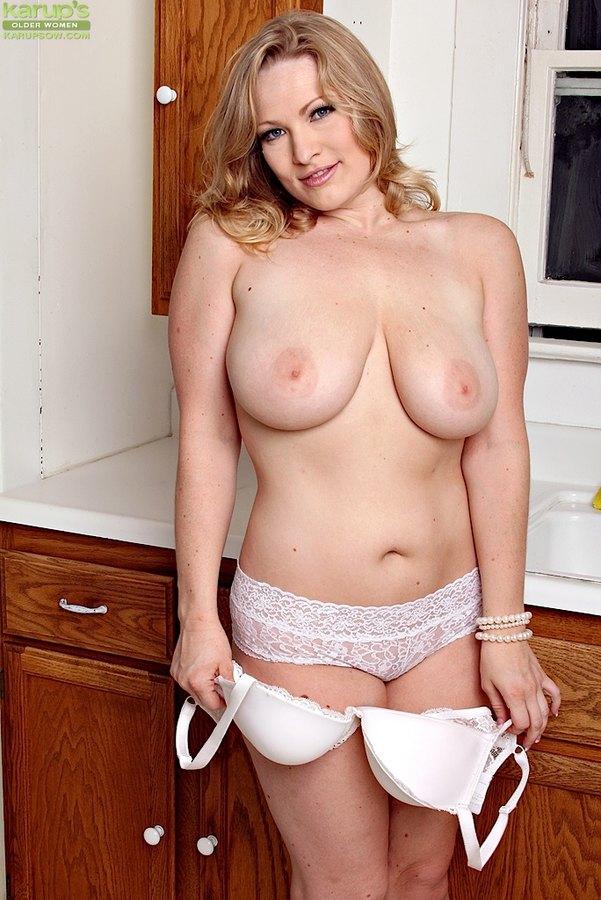 Karups Older Women Thick Milf Vicky Vixen Strips Naked -6052