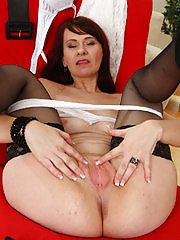 Vera Delight spreading her mature pussy on the couch