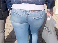 Big ass milf in blue jeans