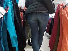 Dominican milf in tight jeans!!
