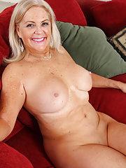 AO30 free latina mature pictures