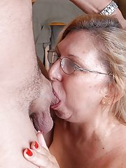 Deepthroating babe gags on dick before facial 9