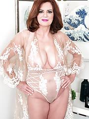 nude posing Amateur grannies