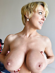 amateur huge exposing mature boobs